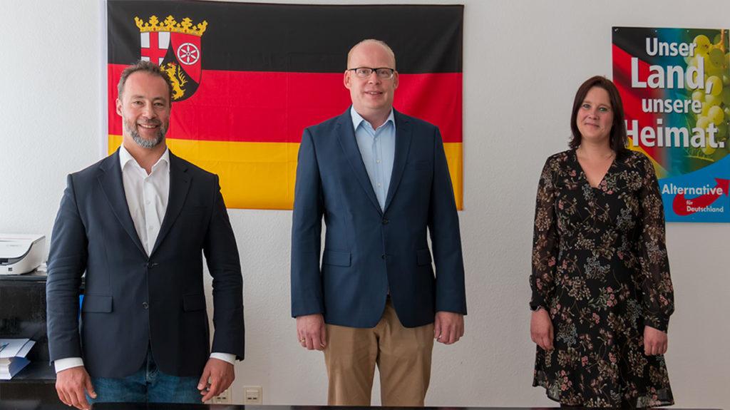 Direktkandidat für den Wahlkreis 8 (Koblenz/Lahnstein) Alexander Heppe (mitte) und Ersatzkandidatin Isabel Michels (rechts)gewählt. Bild mit Dr. Jan Bollinger (MdL) (rechts)