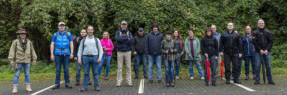 Gruppenfoto mit Andreas Bleck, Dr. Jan Bollinger, Alexander Heppe, Mitgliedern der AfD und interessierten Bürgern